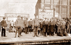 003134 - recruits on Redruth station - 26Sep1914